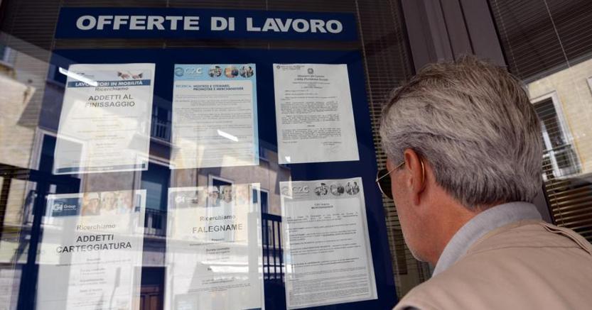 Istat: disoccupazione risale all'11,1%. Forte crescita dell'occupazione under 25